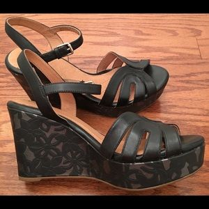 Clarks Shoes - CLARKS Artisan Amelia Page Blk Leather Wedge 9.5M